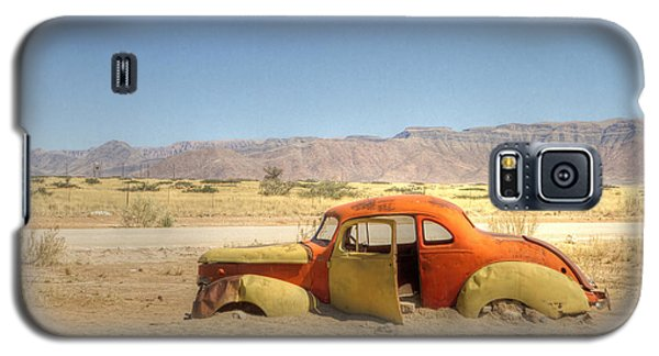 Galaxy S5 Case featuring the photograph Wreck On The Highway by Juergen Klust