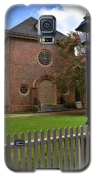 Galaxy S5 Case featuring the photograph Wren Chapel At William And Mary by Jerry Gammon