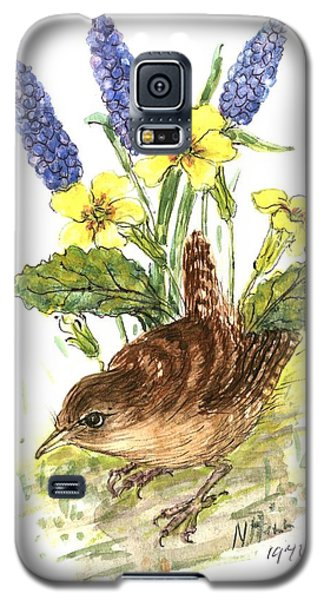 Wren In Primroses  Galaxy S5 Case by Nell Hill
