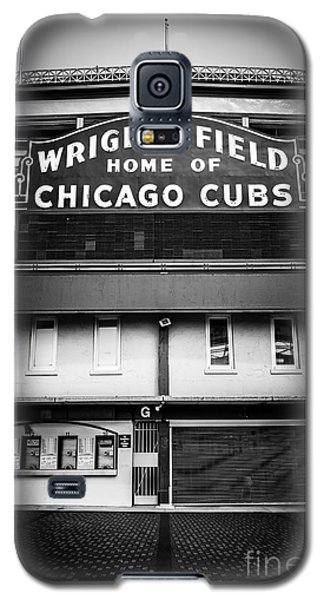 Wrigley Field Chicago Cubs Sign In Black And White Galaxy S5 Case by Paul Velgos