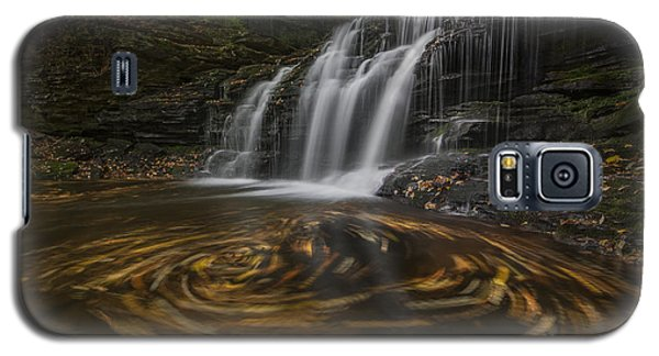 Galaxy S5 Case featuring the photograph Wyandot Falls by Roman Kurywczak