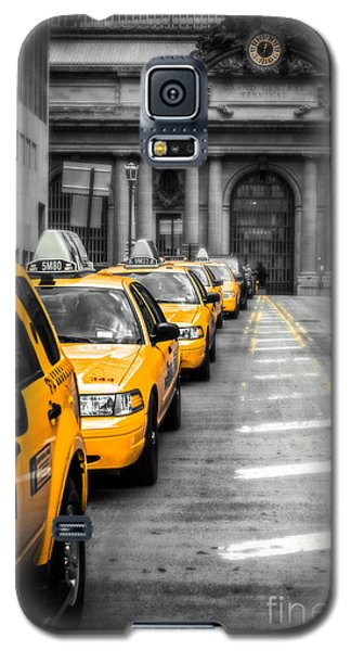 Yellow Cabs Waiting - Grand Central Terminal - Bw O Galaxy S5 Case
