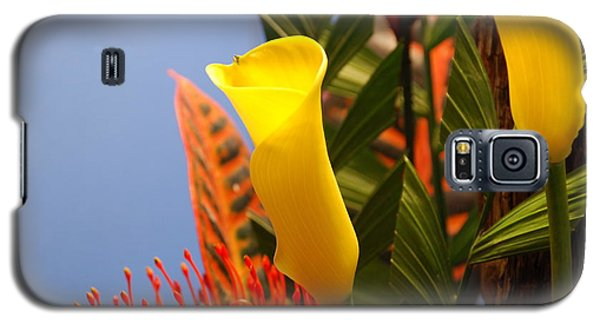 Galaxy S5 Case featuring the photograph Yellow Calla Lilies by Jennifer Ancker