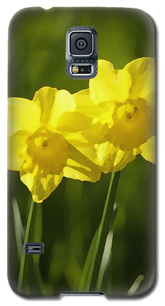 Galaxy S5 Case featuring the photograph Yellow Daffodils by Sherri Meyer