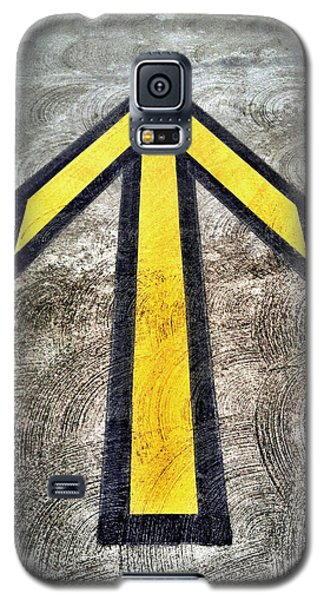 Yellow Directional Arrow On Pavement Galaxy S5 Case