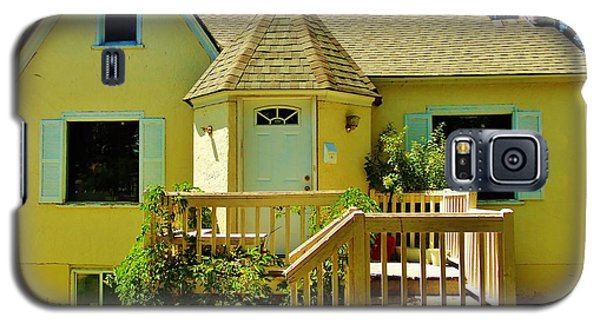 Yellow House 6 Galaxy S5 Case
