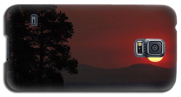 Yellowstone Lake Sunrise On Smoky Day Galaxy S5 Case