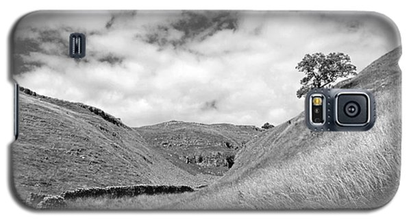 Lone Tree In The Yorkshire Dales Galaxy S5 Case