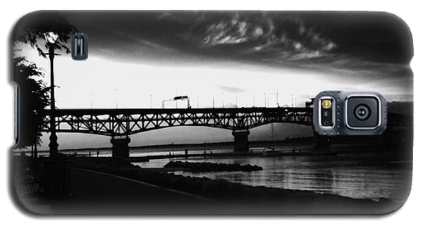 Galaxy S5 Case featuring the photograph Yorktown Storm by Linda Mesibov