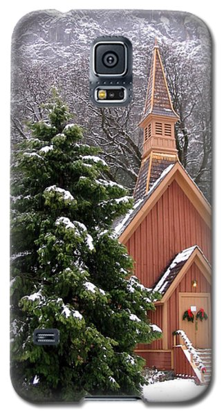 Galaxy S5 Case featuring the photograph Yosemite Chapel In Winter by Kevin Desrosiers