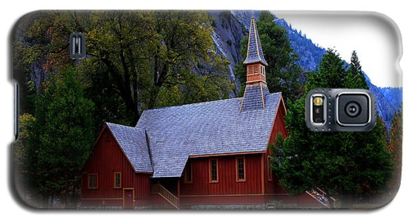 Galaxy S5 Case featuring the photograph Yosemite Fall  Chapel  by Duncan Selby