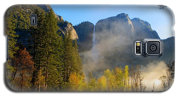 Galaxy S5 Case featuring the photograph Yosemite River Mist by Duncan Selby