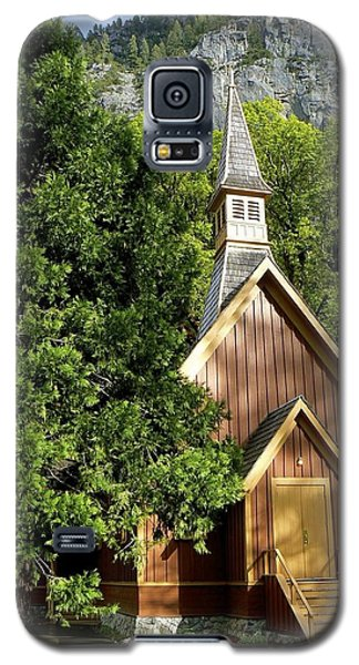 Galaxy S5 Case featuring the photograph Yosemite Valley Chapel by Alex King