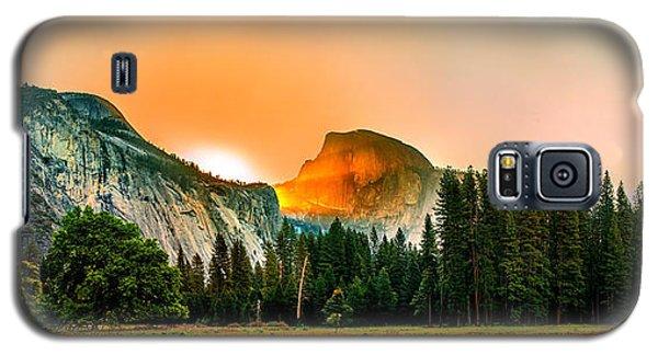Yosemite National Park Galaxy S5 Case - Sunrise Surprise by Az Jackson