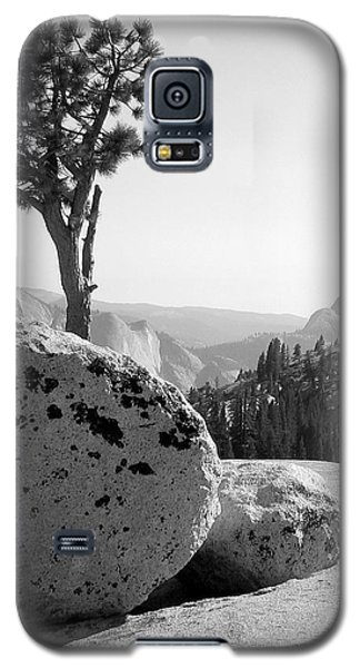Galaxy S5 Case featuring the photograph Yosemite's Olmsted Point by Kevin Desrosiers