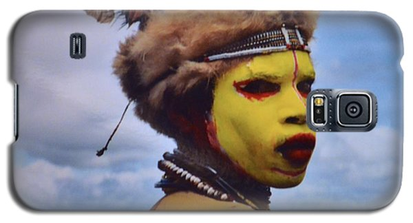 Young Huli Warrior Papua New Guinea Galaxy S5 Case by Alex King
