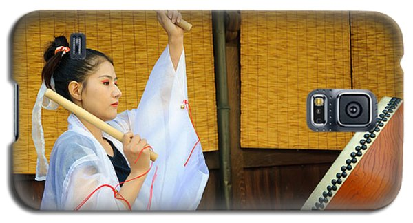 Young Japanese Lady In Period Costume Playing Taiko Drum Galaxy S5 Case