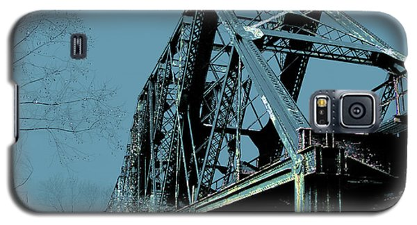 Galaxy S5 Case featuring the photograph  Mississippi River Rr Bridge At Memphis by Lizi Beard-Ward