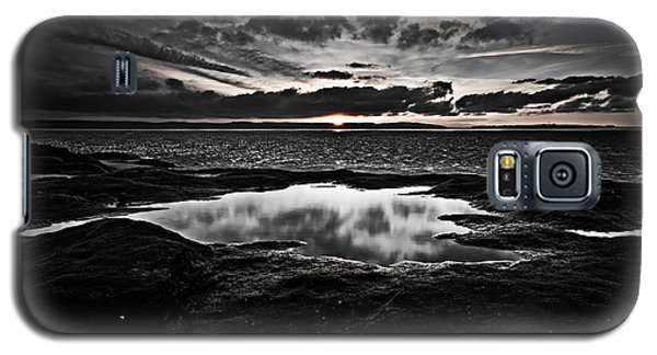 Red Rock Beach   Galaxy S5 Case by Beverly Cash