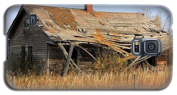 Abandoned Alberta Prairie Home Galaxy S5 Case by Jim Sauchyn