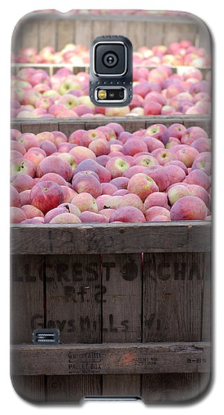 Galaxy S5 Case featuring the photograph Bountiful by Linda Mishler
