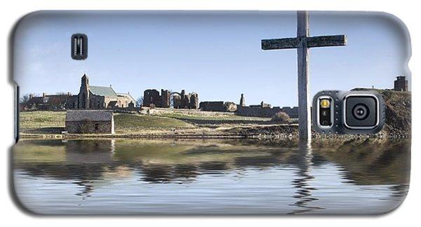 Cross In Water, Bewick, England Galaxy S5 Case
