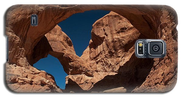 Galaxy S5 Case featuring the photograph Double Arch by Bob and Nancy Kendrick