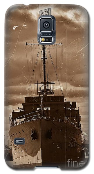 Galaxy S5 Case featuring the photograph Hmas Castlemaine by Blair Stuart