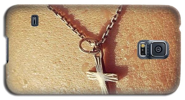 Religious Galaxy S5 Case - Necklace With Cross - Skin With Waterdrops by Matthias Hauser