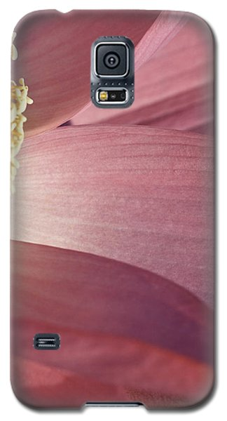 Nelumbo 'red Scarf' Galaxy S5 Case by Perla Copernik