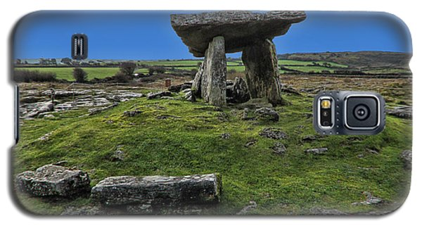 Galaxy S5 Case featuring the photograph Poulnabrone Dolmen by David Gleeson