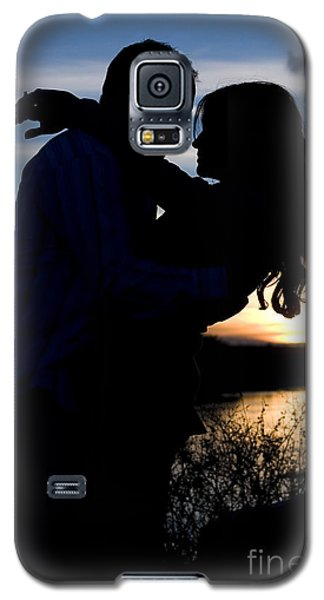 Silhouette Of Romantic Couple Galaxy S5 Case