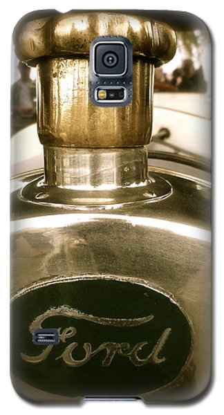 Galaxy S5 Case featuring the photograph 1918 Ford Model T Indianapolis Hood Badge by John Colley