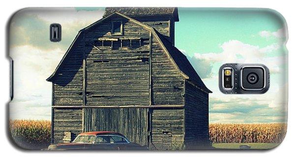 1950 Cadillac Barn Cornfield Galaxy S5 Case by Lyle Hatch