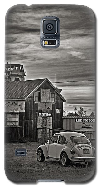 Galaxy S5 Case featuring the photograph Lonely Vw by Randall  Cogle