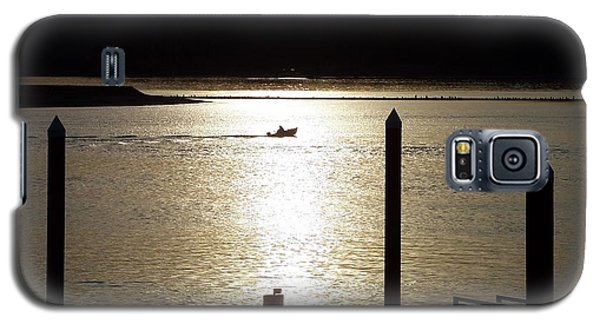 A Lone Boat At Sunset Galaxy S5 Case