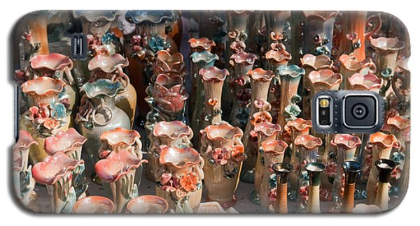 Galaxy S5 Case featuring the photograph A Number Of Clay Vases And Figurines At The Surajkund Mela by Ashish Agarwal
