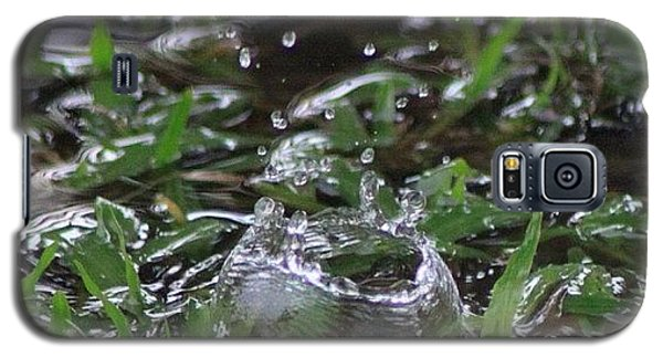 Political Galaxy S5 Case - A Rain Drop Hits The Grass In My by Ahmed Oujan