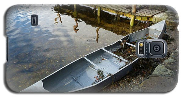 Galaxy S5 Case featuring the photograph Abandoned Canoe by Lynn Bolt
