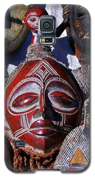 Galaxy S5 Case featuring the photograph African Mask by Werner Lehmann