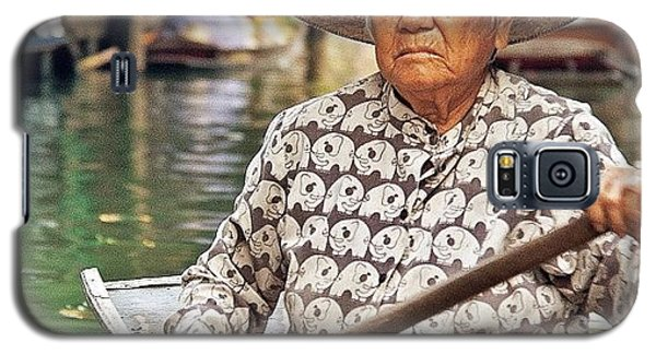 Famous Artist Galaxy S5 Case - An Elderly Lady Rowing Along The by Tommy Tjahjono