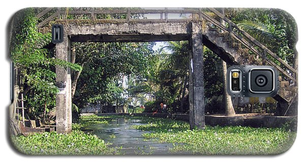 An Old Stone Bridge Over A Canal In Alleppey Galaxy S5 Case