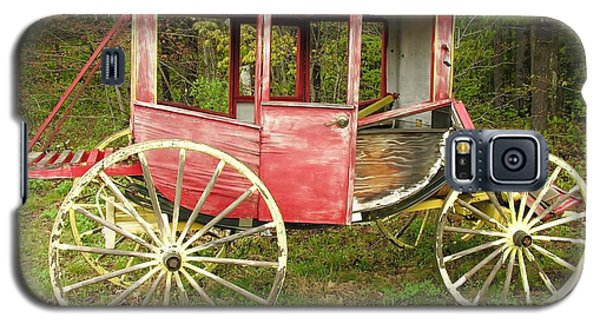 Galaxy S5 Case featuring the photograph Old Horse Drawn Carriage by Sherman Perry