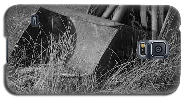 Galaxy S5 Case featuring the photograph Antique Tractor Bucket In Black And White by Jennifer Ancker