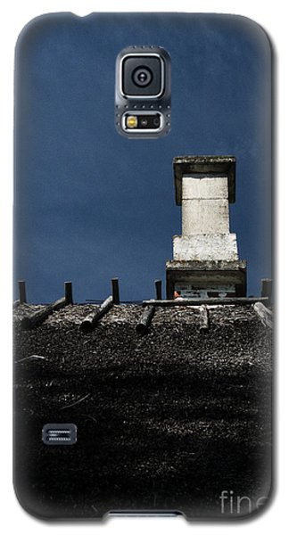 Galaxy S5 Case featuring the photograph At Chimney Height by Agnieszka Kubica