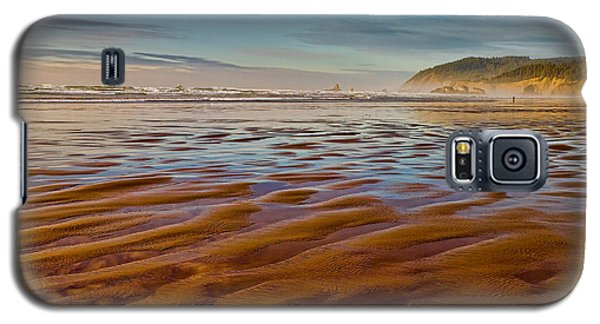 At The Beach Galaxy S5 Case by Ken Stanback