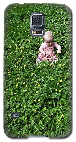 Baby In A Field Of Flowers Galaxy S5 Case