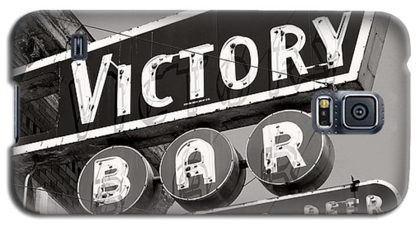 Galaxy S5 Case featuring the photograph Barhopping At The Victory 1 by Lee Craig