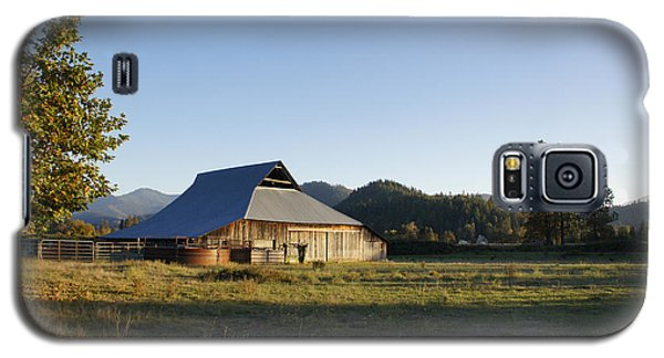 Galaxy S5 Case featuring the photograph Barn In The Applegate by Mick Anderson