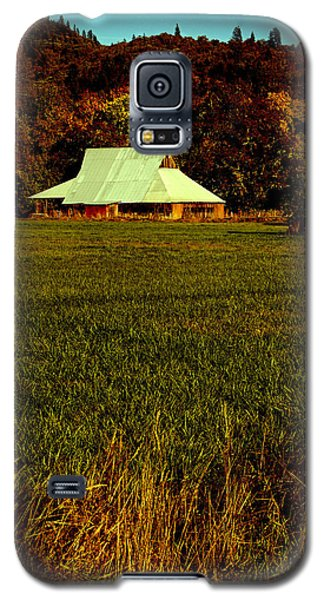 Galaxy S5 Case featuring the photograph Barn In The Style Of The 60s by Mick Anderson